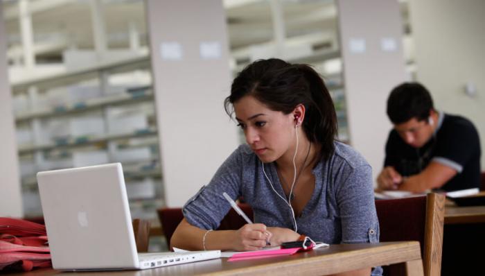 Reasons to Earn Your Graduate Nursing Degree Online