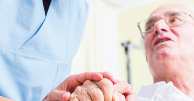 How to Become a Geriatric Staff Nurse
